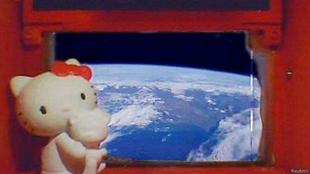 Hello Kitty en el espacio