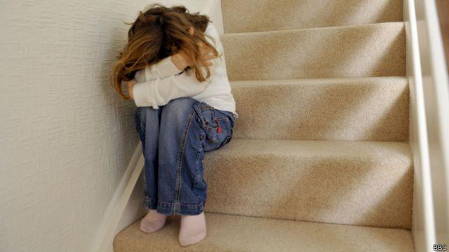 Девочка на лестнице