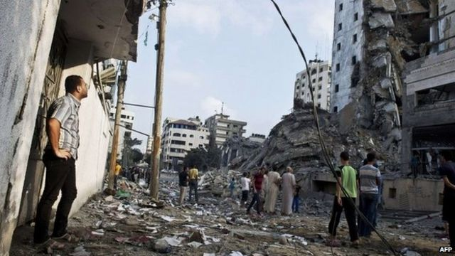 اسرائیل کی بے دریغ بمباری سے ہزاروں کی تعداد میں رہائشی عمارتیں ملبے کا ڈھیر بن گئی تھیں