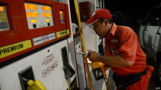 Harga bahan bakar minyak jenis premium turun menjadi Rp6.600 per liter.