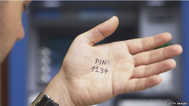 Clave escrita en una mano