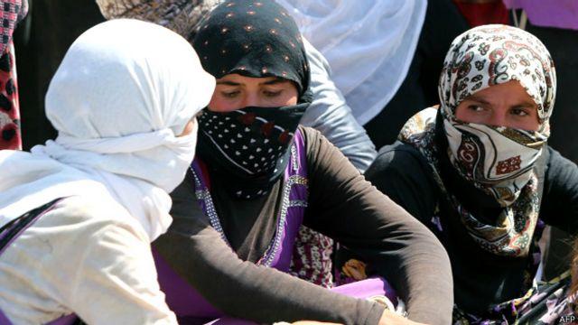 بےگھر یزیدی برادری کے لوگ دولت اسلامیہ کے ڈر سے کیمپوں میں رہ رہے ہیں