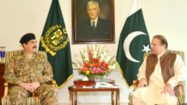اسلام آباد کی شاہراہ دستور پر احتجاجی دھرنوں کے دوران جنرل راحیل کی نواز شریف سے متعدد بار ملاقات ہوئی اور کور کمانڈرز کا اجلاس بھی بلایا گیا