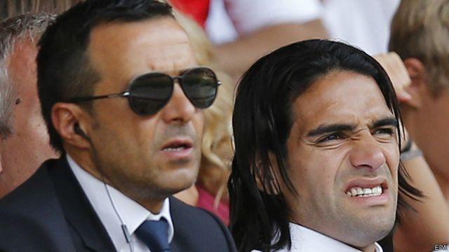 Jorge Mendes acompaña a Radamel Falcao. El agente lleva un trato personal con sus principales clientes.