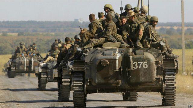 Украинские войска в районе города Старобешево 30 августа 2014 г.