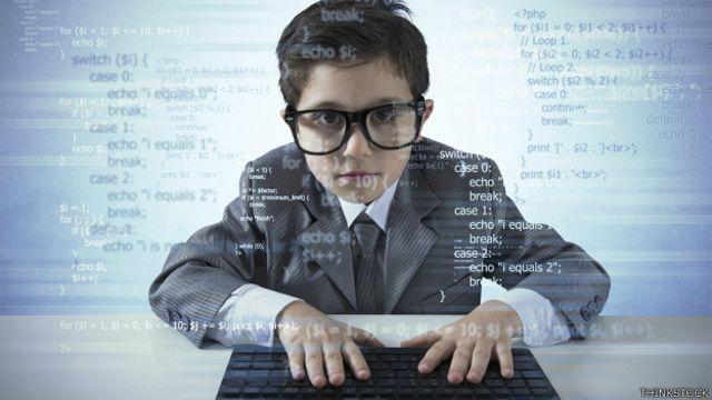 Niño utilizando computadora