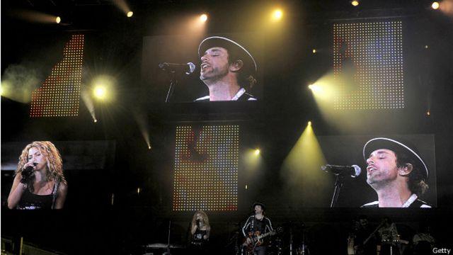 Cerati y Shakira en un concierto en 2008