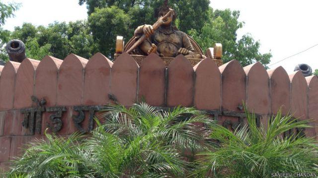 गोंड राजा बख्त बुलंद शाह की प्रतिमा