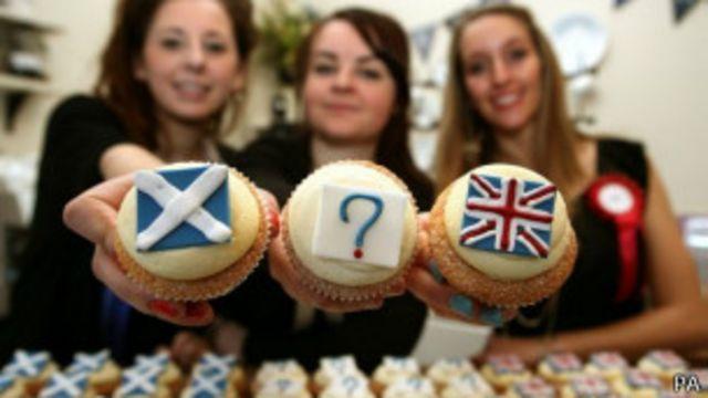 Пирожные с изображением британского и шотландского флагов