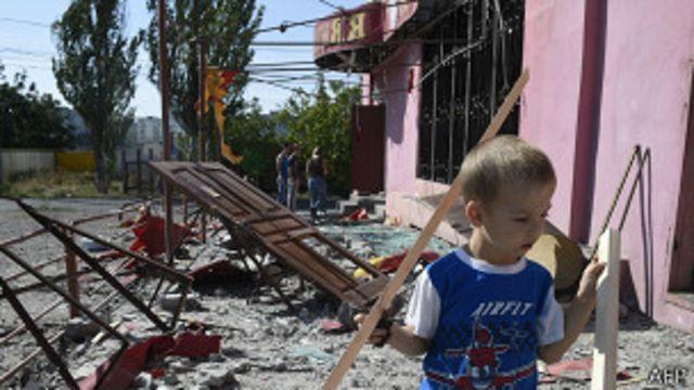 Разрушенное кафе в Мариуполе