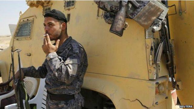 """قوات الجيش العراقي حققت بعض التقدم على """"الدولة الإسلامية"""" في شمال العراق بفضل الضربات الجوية الأمريكية لمقاتلي التنظيم."""
