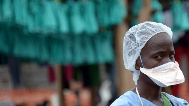 Selon l'OMS, 7 agents de santé pourraient être évacués chaque mois si la propagation du virus se poursuivait à un tel rythme.