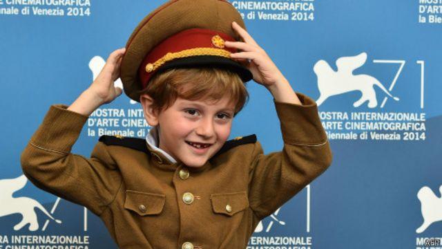 أدى الطفل الجورجي داتشي ارفيلاشفيلي دور حفيد الرئيس بحضور مميز.