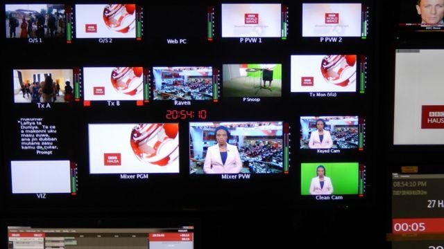 Karfe tara na dare a ranar Litinin, 8 ga Satumbar, 2014 a dakin watsa shirye-shiryen talabijin na BBC da ke London, ranar da aka kadammar da shirin talabijin na BBC Hausa.