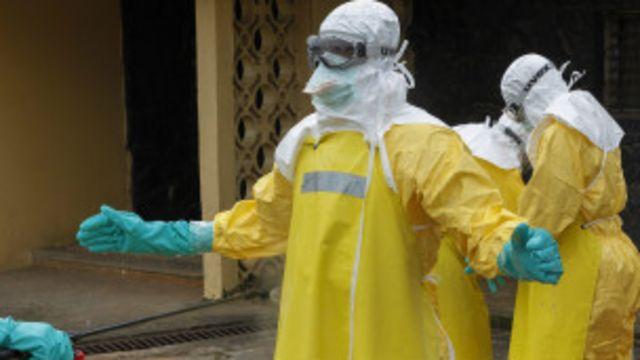 Abari mu mwambaro wo kwikingira Ebola, mu kuvura abarwaye