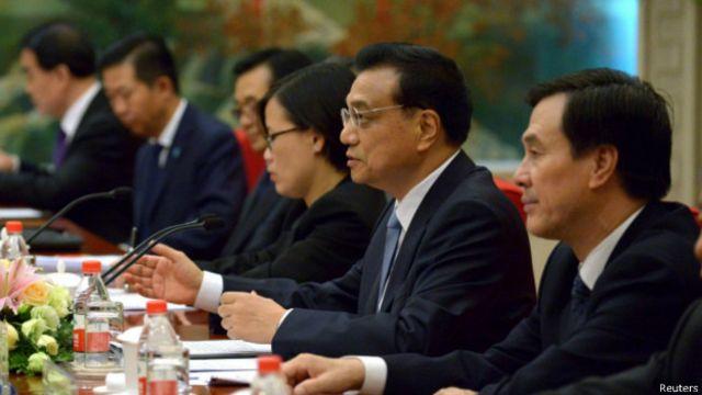 Primer ministro chino en cumbre del Foro Económico Mundial