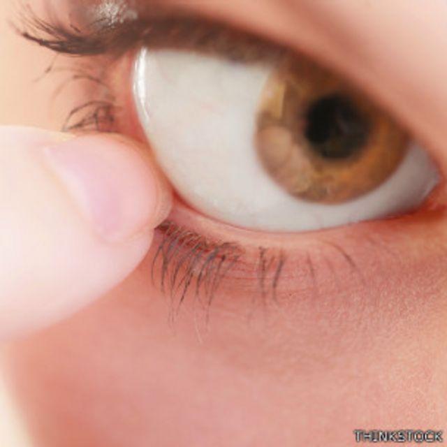 Toma cercana de un ojo