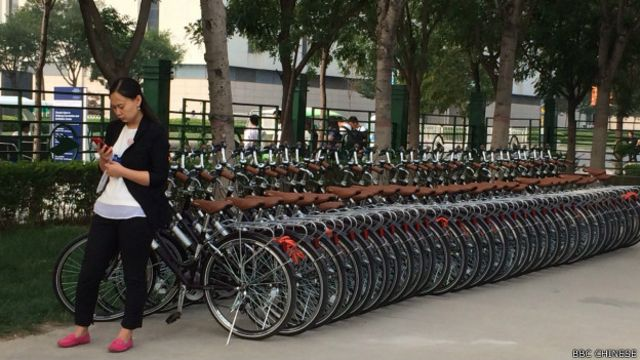 在天津的達沃斯會場,大會將環保節能的概念表達了出來,其中一項是盡量減少使用汽車排放廢氣。