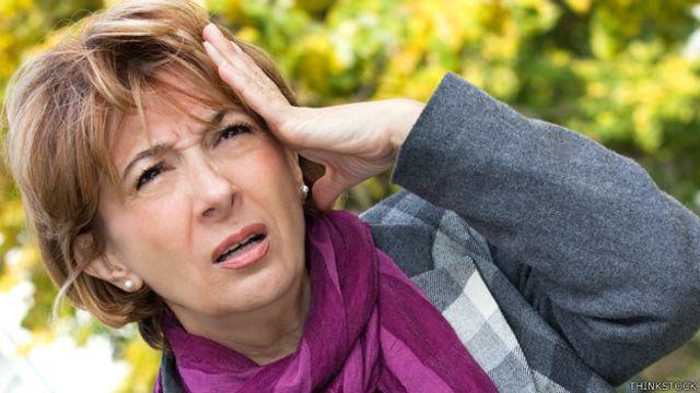 Mujer con expresión que denota haber olvidado algo