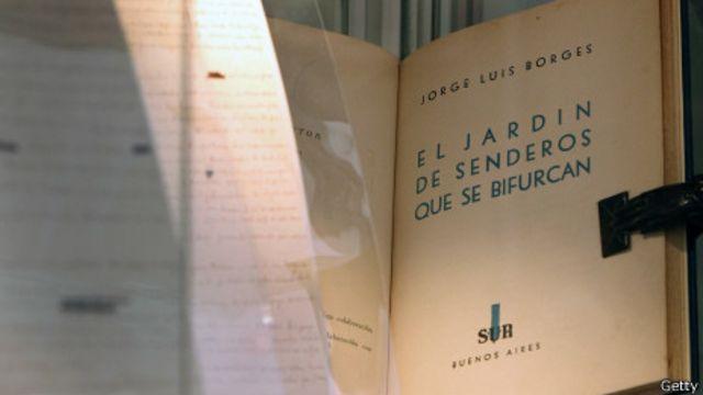 Libro de Borges exhibido en una feria de anticuarios en 2010