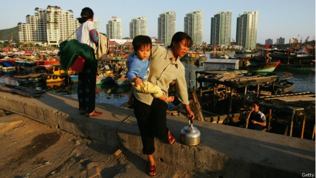 Mujer china con niño.