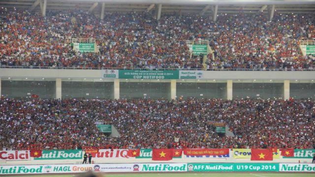 Sân vận động Mỹ Đình chứng kiến sự cổ vũ của hàng chục ngàn người hâm mộ.