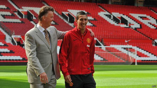 Kepindahan Di Maria ke Manchester United dari Real Madrid pada 2014 memecahkan rekor transfer Inggris.