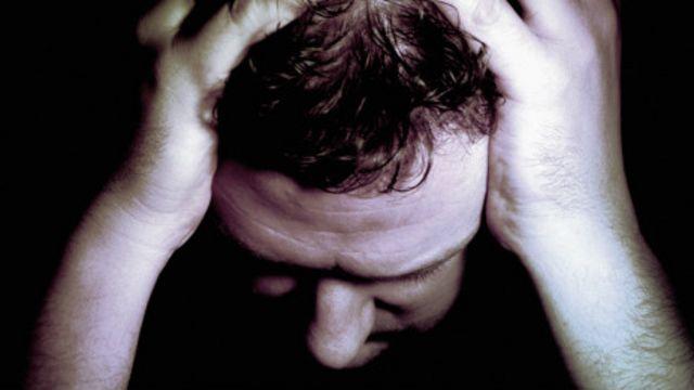 Hombre esquizofrénico