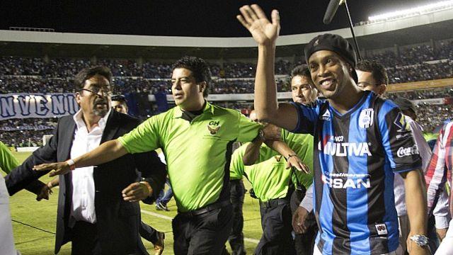 Roandlinho durante su presentación como futbolista del Querétaro. Foto Getty Images.