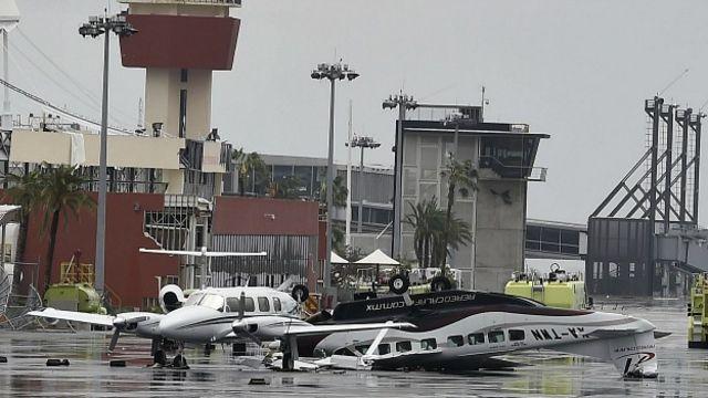 Aunque los dos aeropuertos de Baja California Sur están cerrados para operaciones comerciales, fueron habilitados para el puente aéreo. En la imagen, aeropuerto de San José del Cabo. Foto Getty Images.