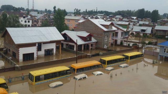 ستمبر کے اوائل میں آنے والے سیلاب میں تقریباً 270 افراد ہلاک ہو گئے ہیں