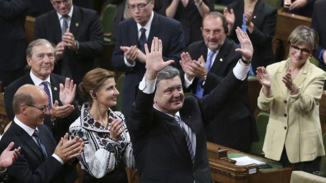 Các dân biểu Canada chào mừng ông Poroshenko đến thăm Quốc hội