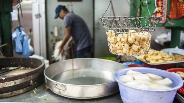 Hàng trăm tấn đồ ăn nhẹ, mỳ gói và bánh bao đã bị vứt bỏ ở Đài Loan và Hong Kong