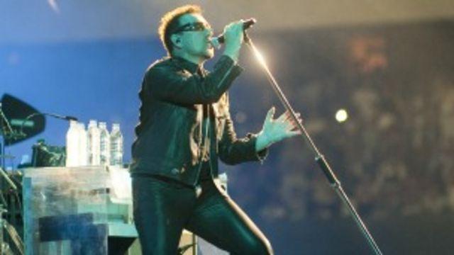 Bono, líder de la banda U2 durante un concierto en México en mayo de 2011. Foto: AFP/Getty