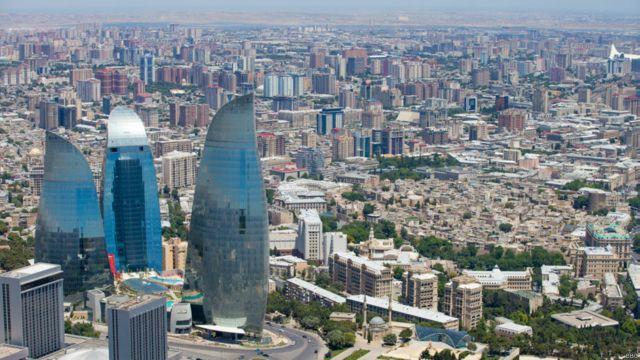 باکو د د ۲۰۱۴ سپتمبر کې - د اذربایجان د تېلو له برکته دغه هېواد د 'اور ځمکې' په نامه یادېږي.