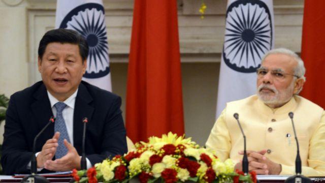 Ông Tập Cận Bình và ông Narenda Modi trong buổi đưa ra tuyên bố chung ở Delhi hôm 18/09