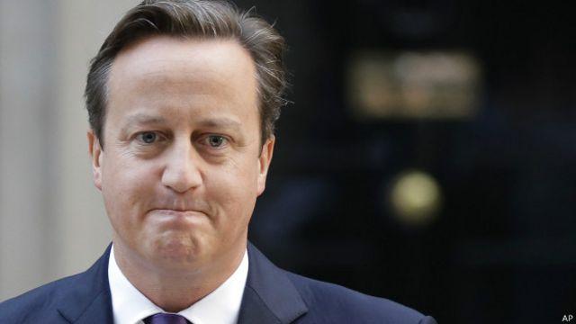 Perdana Menterin Inggris David Cameron mengatakan Ratu Elizabeth II bergumam ketika dikabari hasil referendum Skotlandia.