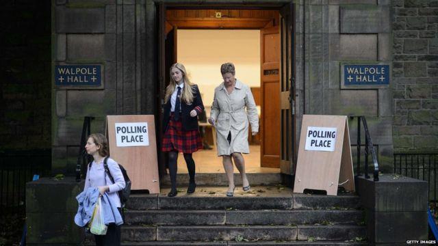 Đây là lần đầu tiên thanh niên dưới 18 tuổi cũng được tham gia bỏ phiếu.