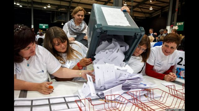 Khi các thùng phiếu được chở tới trạm soát phiếu, đã có dự đoán chiến dịch 'No' sẽ giành chiến thắng.