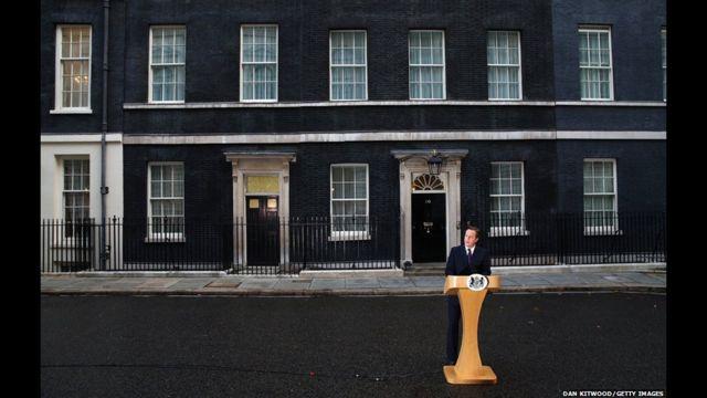 Và ở London, Thủ tướng Anh David Cameron nói ông rất phấn khởi với kết quả 'No', và nó sẽ giải quyết được vấn đề này trong ít nhất một thế hệ.