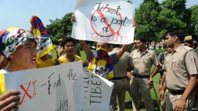 Một số người xuống đường phản đối ông Tập và các vấn đề biên giới