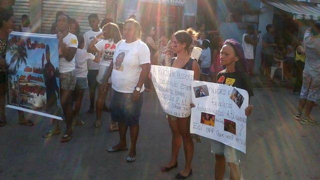 Protesto de mães de vítimas de policiais em Manguinhos