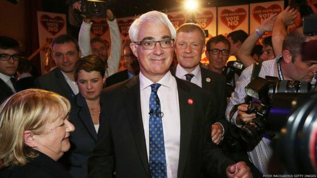 """苏格兰首席部长,""""独派""""领袖萨蒙德表示接受公投结果。"""