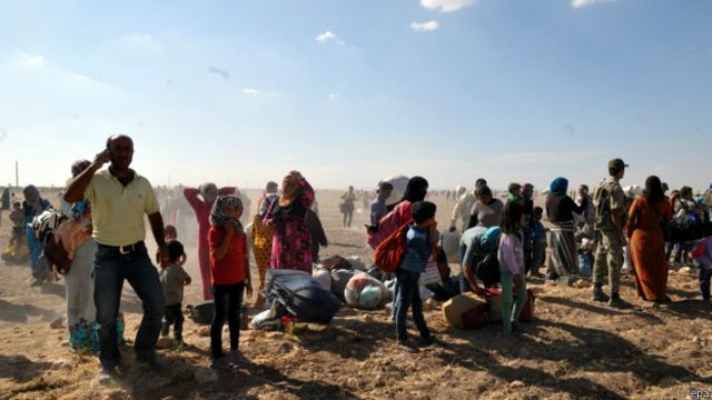 Miles de personas se vieron obligadas a huir.