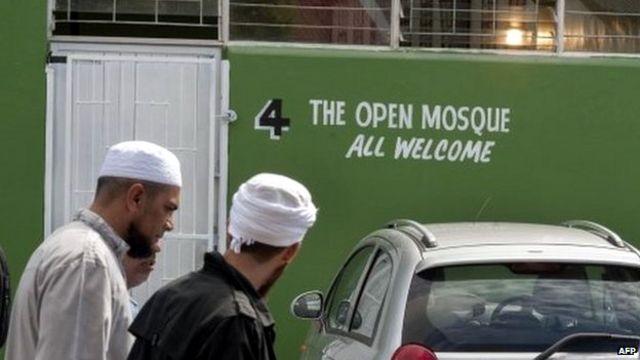 قال الاكاديمي إن المسجد الجديد سيساهم في مواجهة التطرف الاسلامي المتنامي