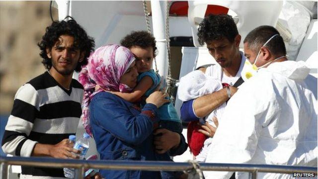 Inmigrantes atendidos por médicos en Malta