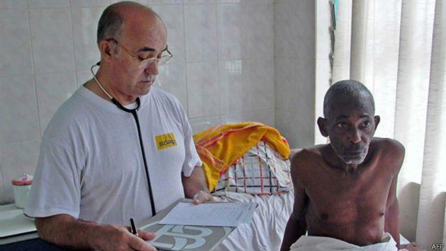 García Viejo es director médico de un hospital en Sierra Leona.