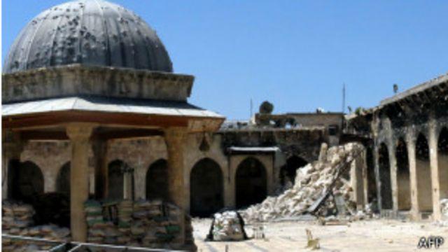 Minarete caído en Aleppo
