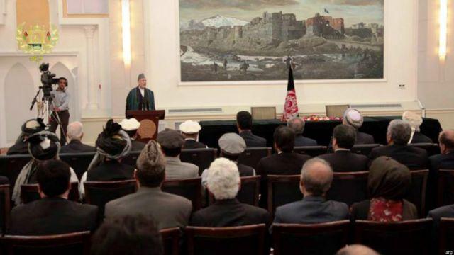 تنها سخنران مراسم امروز حامد کرزی بود. او گفت خوشحال است که سرانجام بن بست انتخاباتی این کشور شکسته می شود.