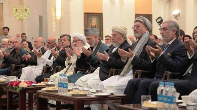 مراسم امضای موافقتنامه تشکیل دولت وحدت ملی با حضور مقامات عالی رتبه دولتی و شماری از رهبران جهادی برگزار شد.